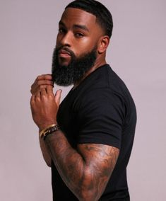 Beard oil vs coconut oil: Which is better for treating dry skin and dry beards? Learn which oil is better for eliminating beard dandruff and beard itch. Fine Black Men, Gorgeous Black Men, Handsome Black Men, Fine Men, Beautiful Men, Black Man, Black Men Hairstyles, Haircuts For Men, Curly Hairstyles