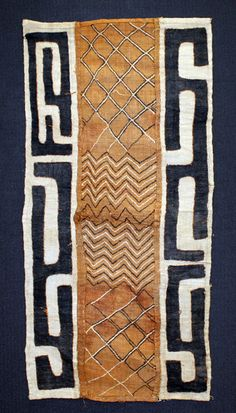 Using the leaf of the raffia tree, the Kuba people of the Congo first hand cut, and then weave the strips of leaf to make pieces of fabric, often called raffia cloth. Motifs Textiles, Textile Fabrics, Textile Patterns, Textile Design, Print Patterns, Floral Patterns, African Home Decor, African Interior, African Textiles
