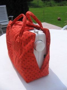 Sewing machine bag - Annick Han - - Sac machine à coudre to think, but with a front opening, to be able to use it as a simple cache at home - Sewing Hacks, Sewing Tutorials, Sewing Crafts, Sewing Projects, Sewing Patterns, Tatting Patterns, Coin Couture, Couture Sewing, Diy Sac