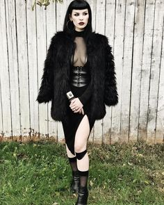 For many men and women that get pleasure from putting on gothic type fashion clothes and accessories, it is essential to aim to look as exclusive as you possibly can. This simply means keeping up with Grunge Outfits, Gothic Outfits, Fashion Outfits, Fashion Tips, Fashion Clothes, Style Fashion, Fashion Ideas, Sexy Outfits, Alternative Mode