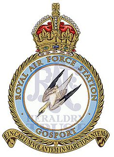Fortune Favors The Bold, Royal Air Force, Crests, Schoolgirl, Armed Forces, Badges, Flags, Aircraft, Arms