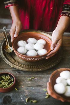 A bowl of rasgulla/ roshogolla with cardamom pods Grilled Chicken Recipes, Easy Chicken Recipes, Indian Desserts, Indian Food Recipes, Sour Taste, Food Festival, Food Inspiration, Food Photography Styling, Photo Link