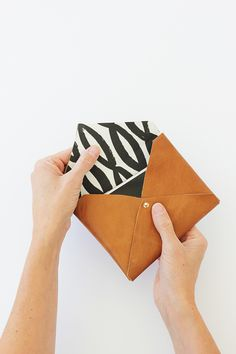 Learn how to make this simple DIY leather clutch or wallet using an envelope folding method. You won't believe how easy it is! We even added a fabric lining. Diy Leather Envelope Clutch, Best Leather Wallet, Diy Clutch, Diy Envelope, Perfect Gift For Girlfriend, Leather Scraps, Leather Bags, Do It Yourself Inspiration, Purse Tutorial