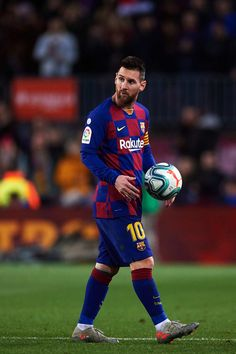 Lionel Messi of FC Barcelona leaves the pitch with the matchball after scoring a hat-trick during the La Liga match between FC Barcelona and RC Celta de Vigo at Camp Nou stadium on November 2019 in Barcelona, Spain. Football Messi, Messi Team, Messi Logo, Messi Goals, Messi Soccer, Messi 10, Soccer Sports, Leonel Messi, Fc Barcelona