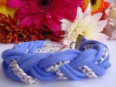 Diseño en cuero azul rey, con cadena entrelazada en su trenzado, consiguela por solo $15,50