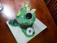 Alice in Wonderland giant cupcake Giant Cupcakes, Sweet 16, Alice In Wonderland, Desserts, Food, Girls, Tailgate Desserts, Meal, Sweet Sixteen