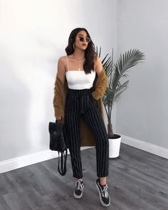 10 Looks que toda chica Godín debería probar al menos una vez - 10 Looks que toda chica Godín debería probar al menos una vez - Die Schöne Kleidung für Weiße Kleider Sommer Vintage Summer Outfits, Spring Fashion Outfits, Komplette Outfits, Tumblr Outfits, Cute Casual Outfits, Look Fashion, Fall Outfits, Womens Fashion, Casual Chic