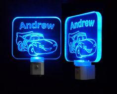 Walt Disney Cars personnalisé nuit lumineuse avec nimporte quel nom gravé dessus...    Idéal pour chambre à coucher, salle de bains, couloir,