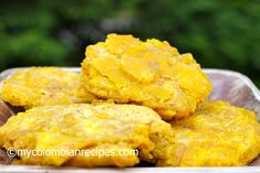 Patacones Colombianos (fried green plantains)-mine were a little less green, more sweet-served with Posta Negra and Coconut rice, topped plantains with guacamole Plantain Lasagna Recipe, Plantain Recipes, Patacones Recipe, Plantain Soup, Kitchen Recipes, Cooking Recipes, Columbian Recipes, Side Dishes For Fish, Cooking Bananas