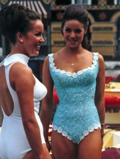 60's Beauty contestants  Love the turquoise suit!