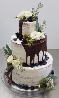 Hochzeitstorte dripcake semi naked cake naked cake weddingcake ohne fondant top 15 gorgeous neutral wedding cakes that wow Pretty Wedding Cakes, Wedding Cake Roses, Fall Wedding Cakes, Wedding Cake Designs, Cakes Without Fondant, Fondant Cakes, Cupcake Fondant, Nake Cake, Wedding Cake Alternatives