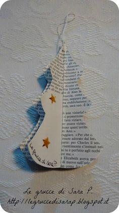 Alberelli di Natale con le pagine di un libro