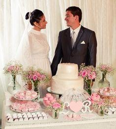 Olá, povo! Pra começar bem a semana teremos dois casamentos reais hoje. Este na verdade é um mini-wedding… que na verdade é um casamento vintage… que na verdade é tudo isso ao mesmo tempo agora (e detalhe: é láááá do Ceará!) Preparados? Acredito que não… pois o que está por vir é de perder o …