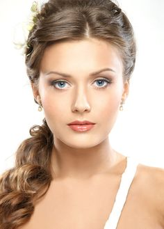 Pretty hairstyle for medium length hair