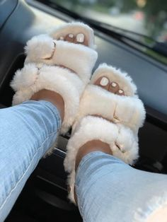 UGGS: Everything you need to know about them! Cute Sandals, Shoes Sandals, Shoes Sneakers, Sneaker Heels, Crocs Shoes, Fluffy Shoes, Fluffy Sandals, Sneakers Fashion, Fashion Shoes