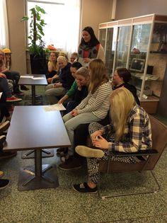 Ryhmä lukee omat mottonsa (Anna)