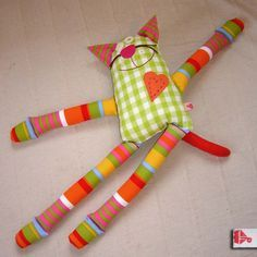Make shaped cat filler toy – Sorgenfresser Fabric Toys, Fabric Crafts, Sewing Crafts, Sewing Projects, Paper Toys, Diy Projects, Sewing Stuffed Animals, Stuffed Animal Patterns, Sewing For Kids