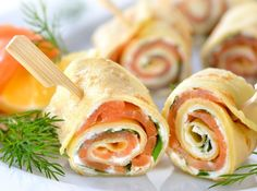 Simple salmon crêpe rolls with crème fraîche & cream cheese- Einfache Lachs-Crêpe-Röllchen mit Crème fraîche & Frischkäse Our salmon crepe rolls are prepared quickly … - Party Finger Foods, Snacks Für Party, Appetizers For Party, Yummy Snacks, Healthy Snacks, Delicious Meals, Brunch Recipes, Snack Recipes, Best Pancake Recipe