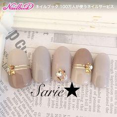 newサンプル♡ #ミディアム #グレージュ #スモーキー #ブラウン #バイカラー #ビジュー #ワンカラー #ハンド #オフィス #デート #秋 #冬 #ジェルネイル #sarie #ネイルブック Elegant Nail Art, Elegant Nail Designs, Creative Nail Designs, Gel Nail Designs, Beautiful Nail Art, Chrome Nails Designs, Japanese Nail Art, Minimalist Nails, Luxury Nails