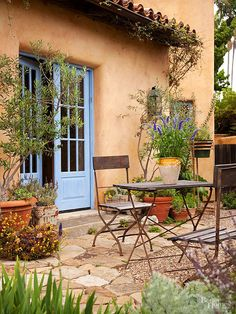 Tidy, comfortable, and eye-catching, this petite patio shows how to give a big welcome to family and friends alike! http://www.bhg.com/home-improvement/porch/outdoor-rooms/small-outdoor-living-spaces/?socsrc=bhgpin031915mediterraneanoasis&page=18