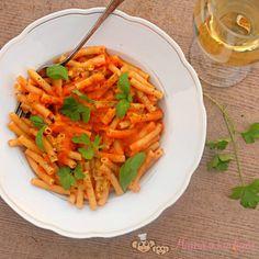 Těstoviny s omáčkou z červené čočky (od 1 roku) | Máma v kuchyni Carrots, Vegetables, Food, Essen, Carrot, Vegetable Recipes, Meals, Yemek, Veggies