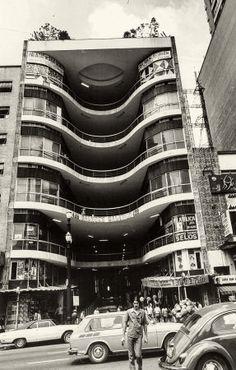 São Paulo, Brasil. Prédio-do-Shopping-Center-Grandes-Galerias,-conhecido-como-Galeria-do-Rock