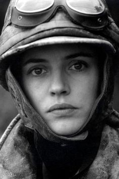 Amanda Ooms as Elsa Andersson - the Swedish female aviator.