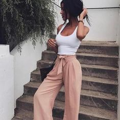 Look at our simple, confident & basically stylish Casual Fall Outfit inspirations. Get motivated with these weekend-readycasual looks by pinning your most favorite looks. casual fall outfits for teens Outfits Damen, Looks Style, 50 Style, Boho Style, Nude Style, Classy Style, Trendy Style, Look Fashion, 90s Fashion