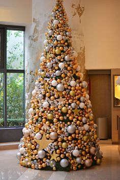 Hotel Paris des Halles Christmas tree Christmas Trimmings, Cone Christmas Trees, Unique Christmas Trees, Christmas Tree Design, Christmas Mantels, Christmas Tree Themes, Xmas Tree, Christmas Home, Christmas Holidays