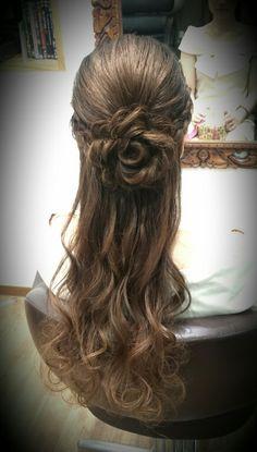 お花のハーフアップ 飾り要らずですね(*´ω`*) #ハーフアップ#編み込み#halfup#hairstyles#hairset#flower#花#お花#braid#rose#Hairsalon#Welina#hitomiyanagida#myworks#japan#ヘアセット#結婚式#結婚式およばれ#ヘアアレンジ