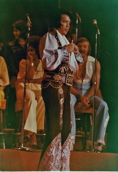 1976 5 09 Lake Tahoe,NV. closing show. It was a special Mother's Day concert and Elvis performed for two hours and five minutes
