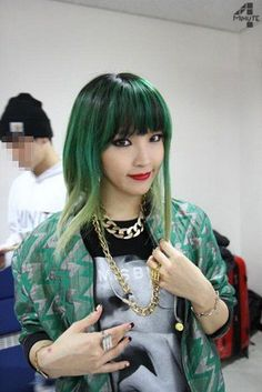 With Korean celebrities getting bolder with their choice of hairstyles and colours, netizens list down their favourite idols sporting blue or green hair. Kpop Girl Groups, Kpop Girls, Beyonce, Korean Girl, Asian Girl, Korean Style, Korean Celebrities, Celebs, Kpop Hair Color