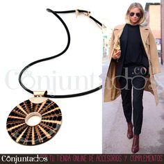 El #collar Spider es un #accesorio de lo más particular. Se compone de cadena de caucho, engarces de plata y una figura circular de resina con dibujos en beige y ámbar que simulan una tela de araña ★ Precio: 14'95 € en http://www.conjuntados.com/es/collar-spider-de-caucho-y-resina.html ★ #novedades #necklace #joyitas #jewelry #bisutería #bijoux #fashion #accesorios #complementos #outfit #moda #estilo #style #GustosParaTodas #ParaTodosLosGustos