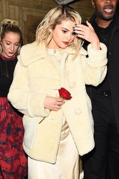Selena Gomez arriving at The 2017 British Fashion Awards afterparty at the Chiltern Firehouse in London Selena Gomez The Weeknd, Selena Gomez Cute, Selena Gomez Outfits, Selena Gomez Style, Selena Selena, Selena Gomez Blonde Hair, The Chiltern Firehouse, Blonde Fashion, Women's Fashion