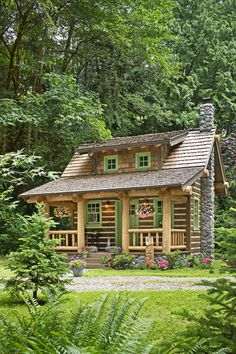 The small log cabin plans featured here pack a lot of punch inside their little packages. Cozy, picturesque exteriors belie the living large space found inside! Best Tiny House, Tiny House Cabin, Log Cabin Homes, Tiny House Design, Small House Plans, Tiny Houses, Log Cabin Exterior, Little Houses, Wooden House Plans