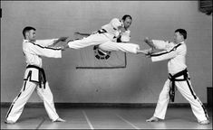 Awesome two-directional kick! i want to do this kick sooo bad