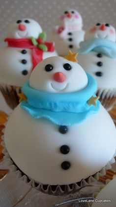 Love the scarves on these little snowmen by LoveLane Cupcakes, via Flickr