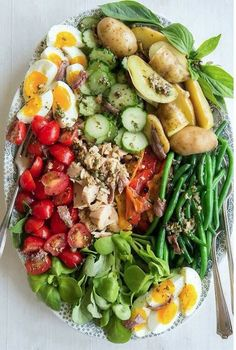 This Salad Nicoise recipe will make a lovely summer lunch - Healthy Recipes Clean Eating, Healthy Eating, Healthy Food, Food Platters, Soup And Salad, Food Inspiration, Good Food, Dinner Recipes, Natural