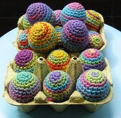 Fuente: http://ladycrochet.blogspot.com.es/2011/03/rainbow-easter-eggs-huevos-de-pascua.html