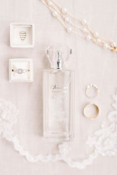bridal details perfume jewelry Source by audreydeyerle Roses Photography, Jewelry Photography, Wedding Photography, Bridal Jewelry Sets, Wedding Accessories, Wedding Jewelry, Hair Accessories, Bridal Jewellery, Diamond Jewellery