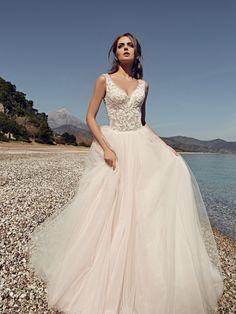 Νυφικα 2018#ρομαντικα νυφικα#νυφικα με εντυπωσιακη πλατη#γοργονε νυφικα#νυφικα με δαντέλα#νυφικα αερινα#νυφικα σε ίσια γραμμή# www.istoriesgamou.gr