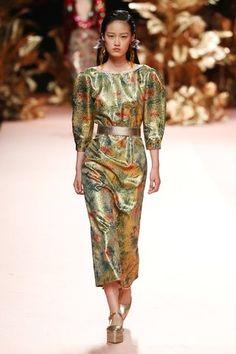 Vogue Paris, Giles Deacon, Madrid, Vogue Russia, Mannequins, Ready To Wear, Fashion Show, Cold Shoulder Dress, Two Piece Skirt Set