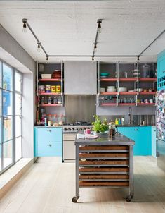 clever ideas for kitchen worktops | Livingetc % | LivingEtcDocument.documentType% White Kitchen Cabinets, Kitchen Shelves, Kitchen Worktops, Warehouse Living, Warehouse Conversion, Shaker Style Kitchens, Industrial Architecture, New England Style, Industrial Living