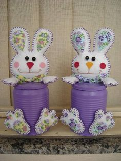 LATAS DE COELHINHOS PARA PÁSCOA Decorated Jars, Christmas Ornaments, Holiday Decor, Home Decor, Decorating Jars, Bunnies, Bunny, Cold Porcelain, Mason Jars