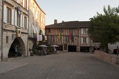 Monflanquin: Bastidedorp op de grens van de Périgord Pyrenees, Arcade, Vans, Van