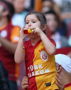 Cimbom celebrates the championship like this - GalataSaraY****ŞampiyoN - Sport Hot Football Fans, Uefa Champions, The Championship, Real Madrid, Celebrities, Children, Sports, Life, Beauty