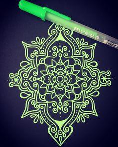 34 отметок «Нравится», 1 комментариев — @gizmogomes в Instagram: «Already working on the next one... Green this time  #mandalalovers #artdaily #artoftheday…»