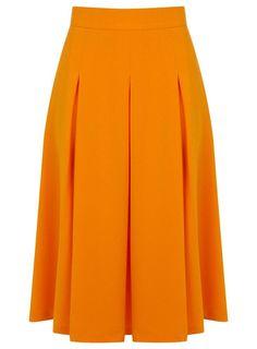 Falda midi en naranja a combinar con un crop top