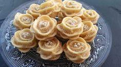 حلويات اللوز: حلوة الوردة / (المقادير تحت الفيديو) petits fours aux amandes - YouTube