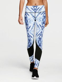 Shop sportswear bottoms today to find sexy styles in leggings, yoga pants, joggers, shorts and more! Find the style that's right for you, only at Victoria Sport. Workout Wear, Workout Pants, Sport Fashion, Fitness Fashion, Jogging, Victoria's Secret, Legging Sport, Vs Sport, Victoria Secret Sport